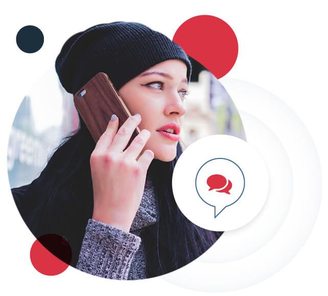 Mujer aprendiendo inglés desde el móvil